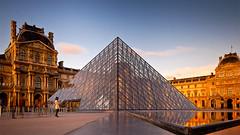 samedi soir au Louvre (mouzhik) Tags: sunset paris canon louvre nd 5d 24mm parijs lelouvre pars zemzem  muzhik pary mujik parys  poselongue   pariisi    parizo moujik  mouzhik   pars hliopan samedisoiraulouvre 30sf10iso100 prizs