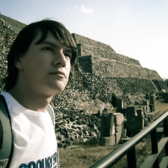 Somebody Up There Likes Me (Alejandro Castro) Tags: old november autumn portrait sky sun color sol me stone architecture geotagged photography town photo arquitectura ruins afternoon foto pyramid image aztec retrato sony teotihuacan yo pueblo noviembre ruinas cielo otoo fotografia 2008 viejo martinez imagen tarde piramide lightroom piedra dscs40 azteca edomex estadodemexico alejandrocastro geoetiquetado alejandrocastromartinez