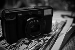 Black Beauty (clazirus) Tags: camera leica film point shoot ps retro 80s d60 afc1 unohu clazirus
