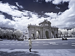 infrared 720nm (RAFAELOLYMPICO) Tags: madrid parque digital ir olympus converted retiro e1 zuiko swd 1260 720nm infrare