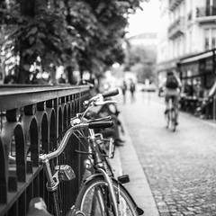~ paris by bike ~ (Janey Kay) Tags: paris bikes centrepompidou fahrrad vlos beauborg panasonic14140mm june2012 panasoniclumixdmcgh2 leicadgsummilux25f14 juin2012