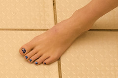 (Tellerite) Tags: feet toes barefeet pedicure beautifulfeet prettytoes sexytoes toenailpolish sweetfeet prettyfeet sexyfeet girlsfeet femalefeet teenfeet femaletoes candidfeet beautifultoes baretoes girlstoes sweettoes girlsbarefeet teentoes girlsbarefoot youngfemalefeet candidtoes youngfemaletoes