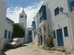Sidi Bou Said (سيدي بو سعيد) (twiga_swala) Tags: tunisian architecture tunis traditional white blue cyan doors windows vernacular vernaculaire traditionnelle tunisienne sidi bou said tunisia túnez bouganvilla سيدي بو سعيد الباجي زاوية portes grilles grills forge wrought iron ironwork bougainvillea fer forgé moucharabieh mashrabiya مشربية شناشيل shanasheel oriel مصنع الحديد ferronnerie blanc bleu bleutée style andalous andalousian andalusian andalusi