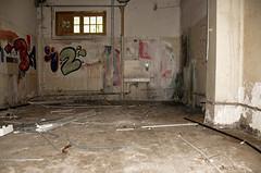La salle du fond ! (B.RANZA) Tags: trace histoire waste sanatorium hopital empreinte exil cmc patrimoine urbex disparition abandonedplace mémoire friche centremédicochirurgical
