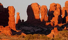 Sunset car park, Arches NP, Utah [Explore] (Robyn Hooz) Tags: park sunset parco canon eos utah tramonto shadows natural arches natura ombre national pillars pietra colonne archi naturale 550d ef70300lis