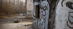 Le village (www.darnoc.fr) Tags: camp photoshop canon eos village tag abandon maison mur 1022mm militaire 1022 beton lightroom levillage batiments efs1022mmf3545usm 60d eos60d