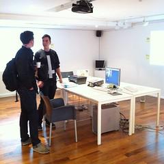 Watching @stml explain his working shop to @boxman