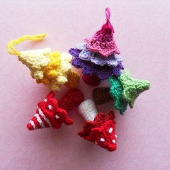 Little Candy Trees (Daniela.H.) Tags: christmas xmas tree woods pattern candy crochet decoration ornament hanging wald baum charmed anhnger bumchen hkelanleitung