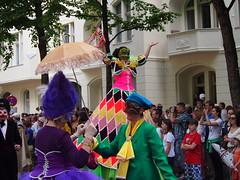 Karneval der Kulturen 2012 (lady black) Tags: pink blue berlin green hat yellow scarf umbrella ribbons purple mask crowd parade jacket fancydress stiltwalker 2012 pfingsten karnevalderkulturen cummerbund