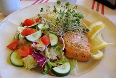 Grilled salmon, potatoes, salad (mal-gosia) Tags: food lunch salad potatoes salmon