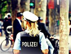 Polizei (Charles Schrader - GrandmaProductions) Tags: airport frankfurtmain commerzbank ezb alteoper europischezentralbank petraroth charlesschrader deutschebankskyline