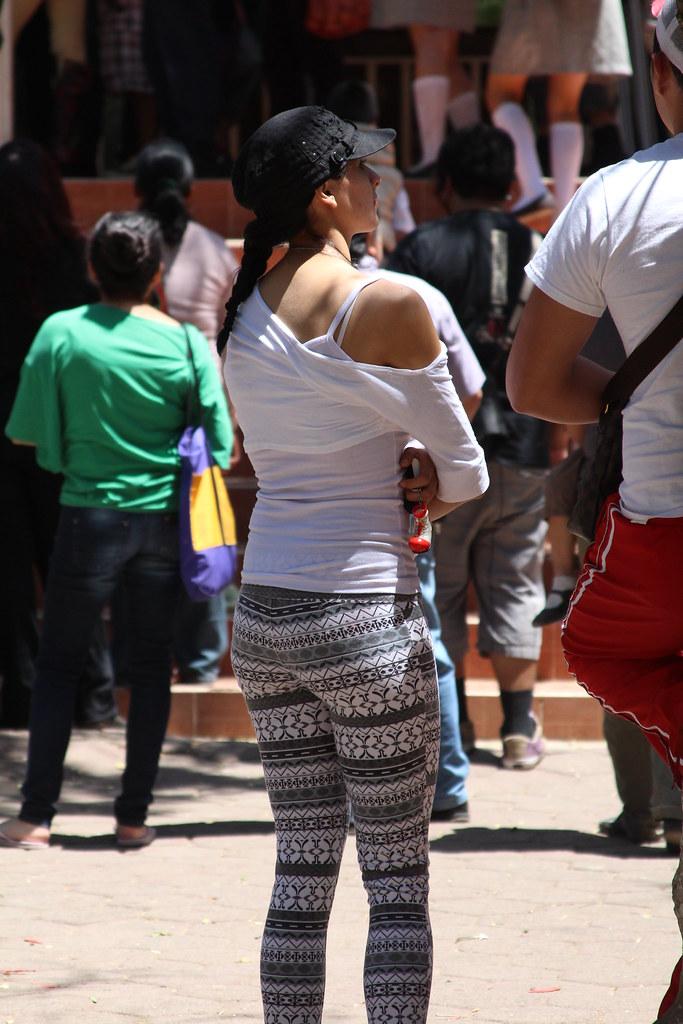 latina-jeans-ass