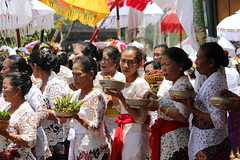 Hindu Ceremony at Pura Kedisan, Bali 2015 (scinta1) Tags: old blue red bali orange white colour men beautiful smiling yellow youth umbrella silver gold women village dancing praying performance young ceremony line tradition kampung ethnic hindu sarong kebaya priests carrying traditionaldress lakebatur offerings keluarga danaubatur kamen asli kintamani agama 2015 desa gunungbatur mountbatur upacara kedisan udeng umbul baturbaguscottage permangku