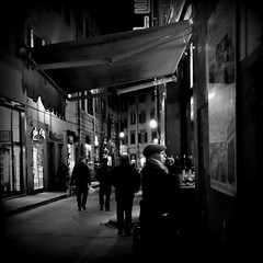 """Vino di fiasco la sera buono, la mattina guasto"" (Something Sighted) Tags: blackandwhite italy night florence italia noiretblanc streetphotography firenze nuit nocturne italie lesoir"