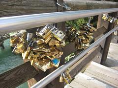 Candados del amor (karinatvera) Tags: puente venecia candados