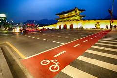 Gyeongbokgung Palace in Seoul, Korea (` Toshio ') Tags: street city bicycle architecture night asia crossing royal palace korea korean seoul southkorea rok gyeongbokgung gyeongbokpalace toshio joseondynasty gyeongbokgungpalace xe2 fujixe2