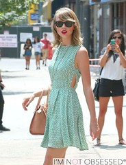 FFN_IMAGE_51484252|FFN_SET_60081906 (jjessai) Tags: newyorkcity sunglasses unitedstates blondehair summerdress greendress brownhandbag taylorswift