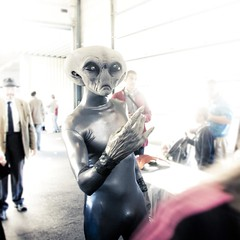 Exclusive News : Aliens have landed ! (Gilderic Photography) Tags: light people white cinema festival canon square eos costume europe raw mood mask belgium belgique belgie cosplay alien humour ufo story lumiere scifi highkey sciencefiction cinematic poisson et gent blanc masque ovni lightroom facts dguisement aprilfool davril carre 500d gant 500x500 gilderic