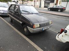 Citroën Visa II Club de 1982 743 RM 37 - 9 mai 2012 (Rue Blaise Pascal - Tours) (Padicha) Tags: old bus buses car coach may fil voiture bleu former gadget vieux ancien cadeau letramdetours padicha semitrat
