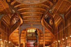 Livraria Lello, peut-être une des plus jolies librairies du monde (klingp (instagram)) Tags: porto escalier librairie