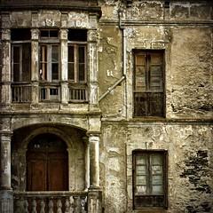 decadencias (khuasi) Tags: texturas paredes piedra coaa decadencias 20tfventanasybalcones