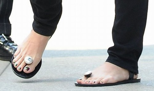Katy perry toes consider