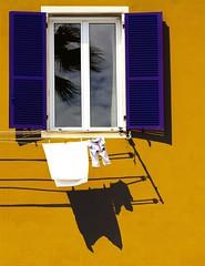 Vento di mare (meghimeg) Tags: shadow sun reflection window ombra clothes explore finestra sole 2012 imperia bucato riflesso panni