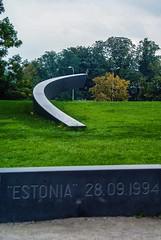 Tallin (José E.Egurrola/www.metalcry.com) Tags: city tourism estonia sony ciudad tourist septiembre 09 monumentos 28 es 1994 typical visiting a200 turismo estatua tallin 2010 independencia tradicional visitando tipica conmemorativa baltico monumets 28091994 sonya200