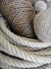 Cordages et fils en chanvre / Hemp ropes and twines (Boistoile) Tags: sea mer bag hand linen sewing marin main sac palm coton cotton needle sailor lin knots tote couture hemp roping lanyard cordon fid ditty noeuds cordage cabas chanvre paumelle voilerie sailmaking pissoir ralingue
