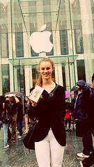 Ny iPhone p #AppleStore i #NewYork (Svein Erik Storks) Tags: newyork applestore
