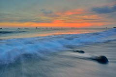 旗津 ~浪絲夕彩~  Silk waves Sunset (Shang-fu Dai) Tags: sunset sea clouds landscape nikon waves taiwan formosa 台灣 海 日落 旗津 雲彩 高雄市 戶外 貝殼博物館 afs1635mmf4 d800e