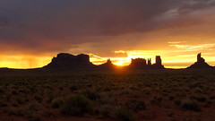 Sunrise in Monument Valley Navajo Tribal Park (Tim&Elisa) Tags: usa sunrise rocks redrocks geology monumentvalley navajotribalpark monumentvalleynavajotribalpark