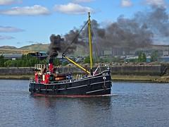 A Bit Handy (Bricheno) Tags: river scotland riverclyde clyde boat escocia puffer szkocja renfrew schottland scozia renfrewshire cosse  esccia  vic32  bricheno scoia