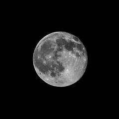 Balle au centre ! (tixier.francois) Tags: lune nuit