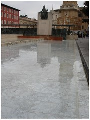 GOYA (margabel2010) Tags: plaza azul agua esculturas zaragoza escultura ventanas plazas nubes reflejos estructuras pedestal fachadas airelibre cieloytierra