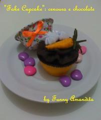 Cupcake de feltro: cenoura e chocolate (Funny Amandita) Tags: cupcake cupcakedefeltro docesdefeltro cupcakedecorativo docesdetecido docesdecorativos