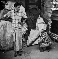 Up Down (Satyaki Basu) Tags: street old portrait people india men canon eos market indian 1750 tamron kolkata bengal bnw calcutta westbengal sealdah 450d kolay gettyimagesmiddleeast