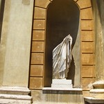 "Statue <a style=""margin-left:10px; font-size:0.8em;"" href=""http://www.flickr.com/photos/14315427@N00/7315671306/"" target=""_blank"">@flickr</a>"