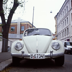 Beatle (John Erik) Tags: white 120 6x6 tlr film car oslo norway vw mediumformat square fuji chrome beatle 100 provia grnerlkka xenotar rolleiflex35f