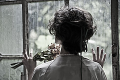 (cormar78) Tags: abandoned model finestra fiori asylum manicomio abbandono modella camice marcocorti cormar cormar78