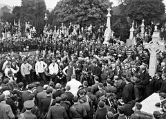 Funeral of O'Donovan Rossa, graveside in Glasnevin Cemetery, St. James's band, crowds (National Library of Ireland on The Commons) Tags: grave sunday crowd funeral speech oration botanicgardens glasnevin graveside padraigpearse glasnevincemetery inexplore cathalbrugha nationallibraryofireland odonovanrossa republicanplot thefools tomclarke arthurgriffith thomasmacdonagh patrickpearse johnmacbride brendankeogh jeremiahodonovanrossa piarasbasla countplunkett thekeoghphotographiccollection keoghbrothersltd stjamessband darrellfiggis sentokelly honoratraynor anniecoyne