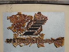DFS (web.werkraum) Tags: street urban detail berlin germany deutschland typography europa ks schild lettering flughafen schrift annotation nahaufnahme zeichen typographie 2016 berlintempelhof digitalphotographie dasdasein bildfindung berlinerknstlerin karinsakrowski collageconcept fundmaterial fundform