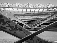 Psss! (franleru1) Tags: bw art portugal architecture lisbon tag streetphotography olympus nb photoderue architecturecontemporaine omdem5