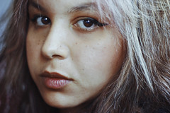 Brown Eyes (TheJennire) Tags: camera light portrait people luz girl face look self canon hair cores photography 50mm photo eyes colours foto close pastel young olhos colores teen ojos indie freckles fotografia browneyes curlyhair camara cabelo pelo cabello pastelpink tumblr