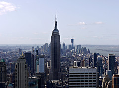 Manhattan, New York - USA (Mic V.) Tags: new york city nyc sky panorama usa ny building apple rock skyline architecture america observation us big view top manhattan united center panoramic line deck observatory empire states rockefeller ge vue unis panoramique amrique etats amerique tats