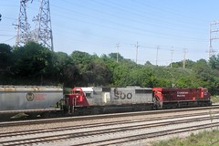 Cp 8855 & Soo 6038 led 282-19 (Milwaukee beerNut) Tags: milwaukee cp soo sd60 28219 es44