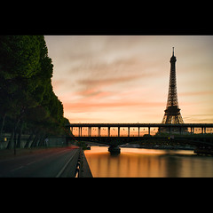 Bir Hakeim sur Tour Eiffel (Zed The Dragon) Tags: morning bridge light sunset paris reflection statue night photoshop reflections french lights high long exposure flickr tour view