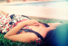 Karen (extravaganciaincluida) Tags: camera woman sunglasses mujer flare rest descanso