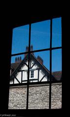 The frame (Paulo Heuser) Tags: uk england london window ventana fenster finestra londres toweroflondon fenetre dwwg