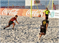 2703-Futbol playa en Riazor (Corua) (jl.cernadas) Tags: people espaa beach spain corua europa europe gente playa personas galicia galiza deporte futbol xente acorua lacorua galice futbolplaya